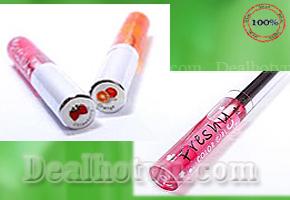 Hãy giữ cho đôi môi bạn luôn tươi hồng tự nhiên với sản phẩm combo 02 Son Gió Freshy - Thái Lan với mùi hương trái cây thật ngọt chỉ với giá 58.000đ.
