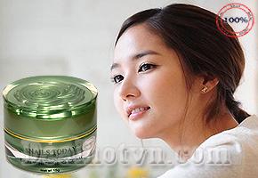 Kem dưỡng trắng da Ốc Sên Snail Today  Nano – hàng chính hãng Nhật Bản giúp loại bỏ tế bào chết trên da, cân bằng sắc tố da hiệu quả, luôn giữ độ ẩm cho da thấm sâu và dưỡng trắng da một cách tự nhiên. Giá 135.000đ.