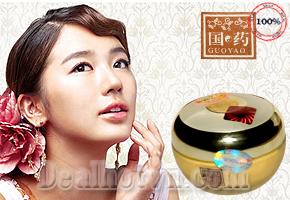 Giữ lại nét thanh xuân cho làn da trắng mịn, rạng rỡ và ngăn ngừa lão hóa da cùng Kem nhân sâm Guoyao (bông mai) 9 tác dụng nay giảm còn lại 145.000đ. Chỉ có tại Dealhotvn.com!