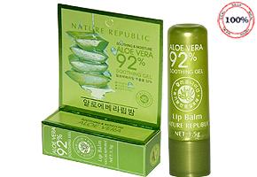 Son dưỡng làm hồng môi Aloe Vera -  Hàn Quốc với thành phần: 100% tự nhiên chiết xuất từ lô hội có tác dụng làm dịu, mềm mại và giữ ẩm cho làn môi khô và nứt nẻ. Chỉ 49.000đ cho trị giá 90.000đ. Đang có tại Dealhotvn.com!