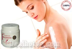 Kem Body Lotion Whitening Velvet Thái Lan làm trắng làn da từ bên trong, nuôi dưỡng và tái tạo lại làn da trắng khỏe, an toàn, không bắt nắng.Giúp cải thiện tình trạng da bị khô, sần sùi, làm cho da mịn màng, tươi mới. Giá khuyến mãi cực sốc, chỉ còn 65.000đ.