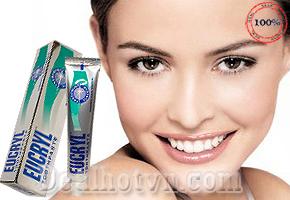 Kem đánh tẩy trắng răng Eucryl 50ml, Công nghệ làm trắng răng an toàn hiện đại từ Anh Quốc giúp tẩy trắng răng hiệu quả, mang lại nụ cười tự tin cho người dùng. Sản phẩm độc đáo giá khuyến mãi chỉ 80.000đ.