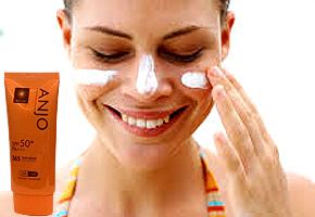 Kem chống nắng ANJO Professional 365 – chính hãng Korea giúp phái đẹp không còn lo lắng khi ra ngoài lúc trời nắng đồng thời có tác dụng làm trắng và dưỡng ẩm da. Chỉ 105.000đ.
