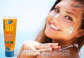 Kem chống nắng Floresan SPF 40 giúp chống lại các tia gây hại cho da như tia UVA/UVB, bảo vệ da khỏi cháy nắng, giữ độ ẩm rất tốt cho da. Sản phẩm sử dụng cho cả da mặt và toàn thân. Giá 65.000đ.