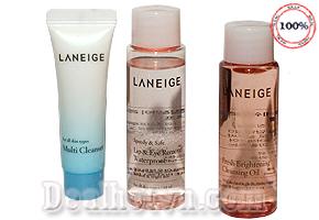 Bộ sản phẩm tẩy trang dịu nhẹ 3 món Laneige new Cleansing Trial Kit, nhẹ nhàng loại bỏ lớp trang điểm một cách êm dịu, cung cấp độ ẩm cho da trong lúc tẩy trang và duy trì lớp màng dưỡng ẩm cho da sau khi rửa lại bằng nước. Giá 95.000đ.