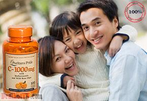 Vitamin C Puritan's Pride giúp tăng cường hệ miễn dịch và bảo vệ các tế bào của cơ thể khỏi bị tổn thương do quá trình oxy hóa, đồng thời thúc đẩy quá trình hình thành collagen, chuyển hóa cholesterol, bài tiết chất độc khỏi cơ thể, kích hoạt enzyme. Giá 240.000đ.