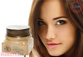 Kem dưỡng da trị mụn Clean Face Oil Free Control Cream giúp ngăn dầu và trị mụn, bổ sung phức hợp kháng viêm, kháng sừng cho da. Sản phẩm chiết xuất từ trà xanh giúp ngăn vi khuẩn, nấm góp phần làm dịu, sạch da, giảm kích ứng, lành vết thương và mụn. Giá giảm còn 49.000đ
