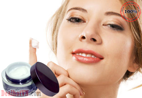 Kem Dưỡng Tái Tạo Và Phục Hồi Da Hư Tổn Lão Hóa Collagen Cellio 50g – hàng chính hãng Hàn Quốc với thành phần được tăng cường collagen giúp làm giảm nếp nhăn hiệu quả, cho bạn làn da tươi trẻ. Giá 180.000đ.