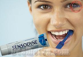 Kem đánh răng Sensodyne hàng nhập khẩu từ Anh giúp chống ê buốt, loại bỏ mảng bám, ngừa sâu răng, cùng hương bạc hà thơm mát, sảng khoái cho bạn tự tin giao tiếp suốt cả ngày. Combo 2 hộp 110.000đ