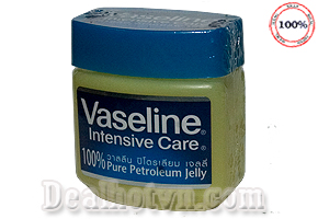 Combo 2 sáp chống nẻ Vaseline- Thái Lan giúp da mịn màng, chống nẻ, nứt, se khit lỗ chân lông, dưỡng môi. Dùng cả cho da nhạy cảm và em bé. Giá 96.000đ.