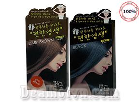 Hộp 5 gói thuốc gội phủ bạc Dyeing Pyeonan – hàng nhập từ Hàn Quốc với thành phần được chiết xuất từ các thành phần tự nhiên vừa giúp cho tóc bạn luôn nổi bật, bóng mượt tự nhiên, vừa giúp nuôi dưỡng từ chân tóc cho tới ngọn. Giá 140.000đ