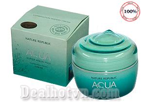 Kem Dưỡng Da Super Aqua Max Combination Watery Cream – hàng chính hãng Hàn Quốc được chiết xuất từ thành phần tinh túy của nước biển sâu, với hàm lượng khoáng chất phong phú và chứa hơn 30 loài thực vật đáy biển cung cấp độ ẩm cho da và chống oxy hóa hiệu quả. Giá 90.000đ.