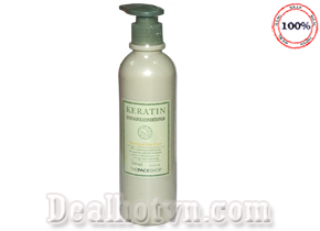 Dầu xả Thefaceshop 300ml – nhập từ Hàn Quốc giúp phục hồi tóc khô và hư tổn, bổ sung thành phần Keratin từ thực vật giúp tóc luôn chắc khỏe. Giá 130.000đ.