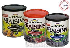Nho khô Sunview Raisins (425g) – hàng nhập từ Mỹ là loại thực phẩm mang lại rất nhiều lợi ích cho sức khỏe. Sản phẩm được chế biến sẵn, đảm bảo vệ sinh và tiện lợi. Đặc biệt, nho khô giúp chống táo bón và giúp lên cân tự nhiên, lành mạnh. Giá 130.000đ.