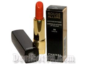 Cho bạn đôi môi hồng hào và tươi tắn, với son môi Chanel làm từ thiên nhiên an toàn cho người sử dụng, dưỡng ẩm cho đôi môi của bạn không bị khô. Giá 85.000đ.
