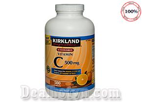Vitamin C Kirkland 1000mg 500 viên hàng nhập khẩu từ Mỹ giúp tăng cường hệ miễn dịch, chống oxy hóa, làm đẹp da, ngăn ngừa được ung thư… Giá 480.000đ.