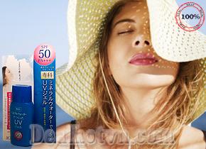 Kem chống nắng Shiseido màu xanh Mineral Water Senka SPF 50 PA+++ 40ml chính hãng Nhật Bản với công dụng chống lại tia UV, dưỡng ẩm cho da, không thấm nước, dạng dầu nên không gây nhờn cho da, khô ngay sau khi bôi lên bề mặt da. Giá 95.000đ
