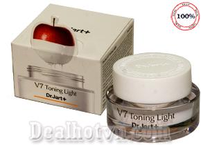 Kem Dr.Jart+ V7 Toning Light nhập khẩu từ Hàn Quốc có công thức chăm sóc da đặc biệt giúp dưỡng trắng tái tạo da, trị thâm nám và dưỡng ẩm. Đây là sản phẩm đã mang đến liệu pháp chăm sóc da toàn diện và hoàn hảo nhất cho chị em phụ nữ. Giá 195.000đ
