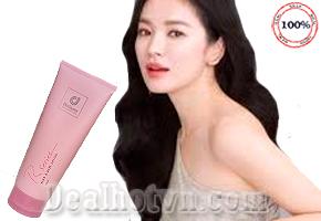 Sữa dưỡng thể Rseries chính hãng Malaysia với hương thơm hoa hồng khuyến rũ nên mang tới cho khách hàng một làn da trắng sáng mịn màng và mùi hương thơm tuyệt vời giống như dùng nước hoa. Giá 117.000đ.